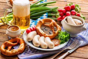 Traditionell, Bayerische Brotzeit, Bier, Weisswurst Brez'n.