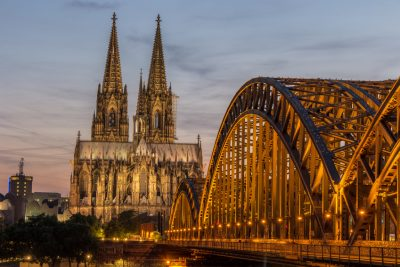 Rheinbrücke mit Kölner Dom, Camping in Köln, Attraktionen Köln, Camper mieten Köln