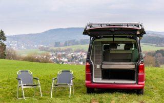 VW T6 California Ocean inkl. Campingstühle - Stauraum in Hecktürtasche