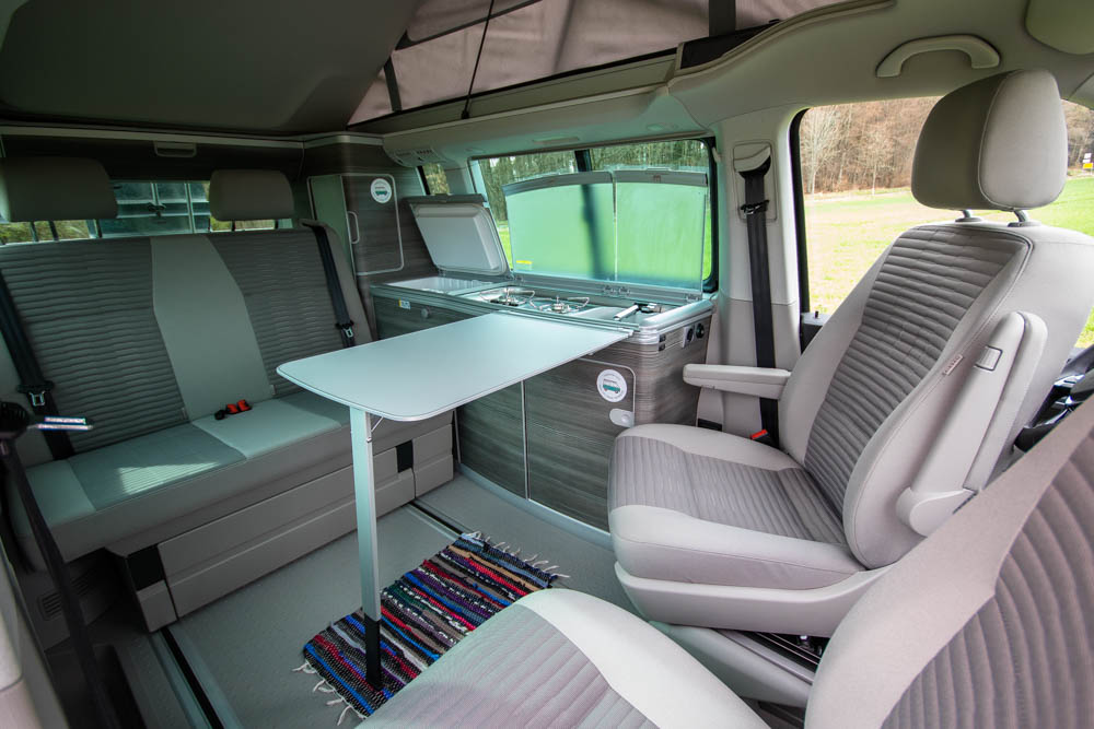 vw t6 california ocean innenraum mit drehbaren. Black Bedroom Furniture Sets. Home Design Ideas
