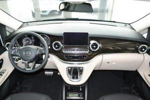 Mercedes eben – das hochwertige Cockpit im Marco Polo.