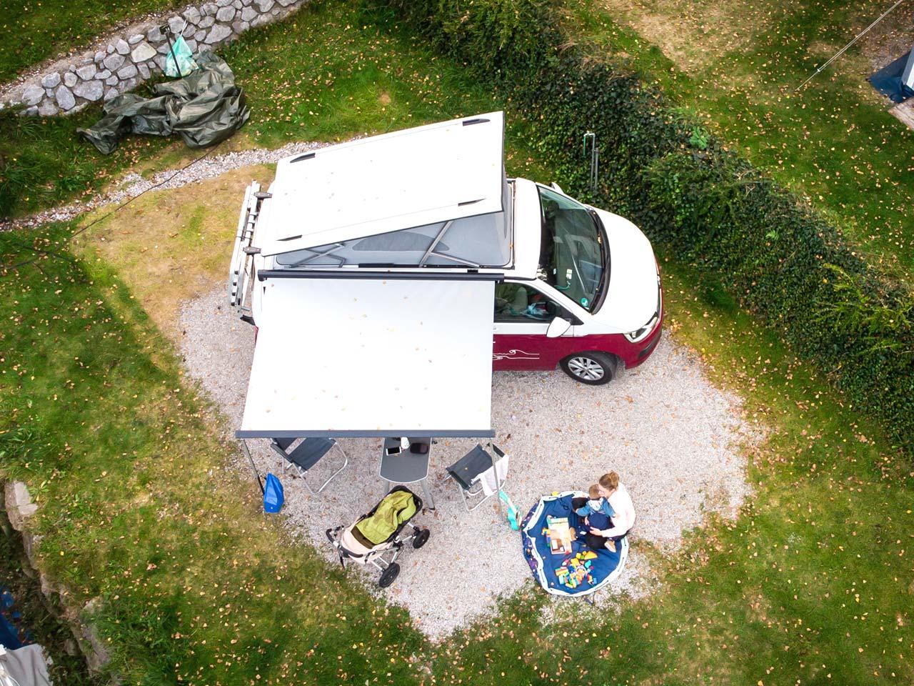 Camping mit Kind: Der roadsurfer von oben (Bild: Lea Wacker)