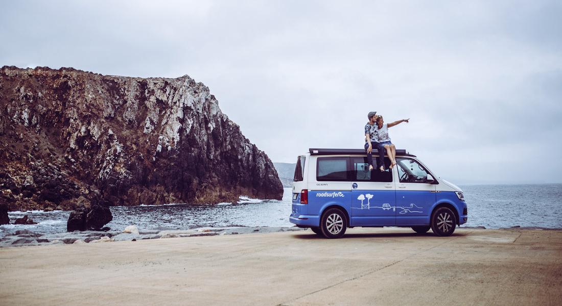 roadsurfer Campervan an der Küste