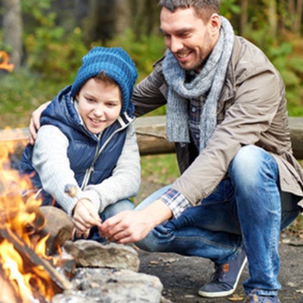 Camping mit Kindern Papa Kind
