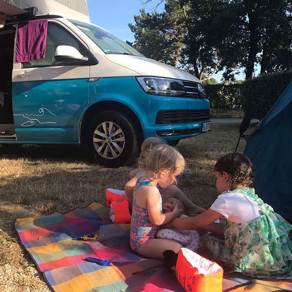 Camping mit Kindern roadsurfer