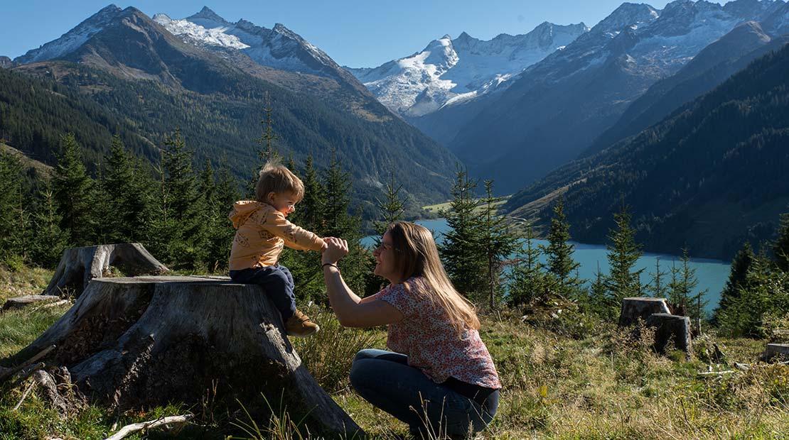 Camping mit Kleinkind Panorama Alpen Baby Kind