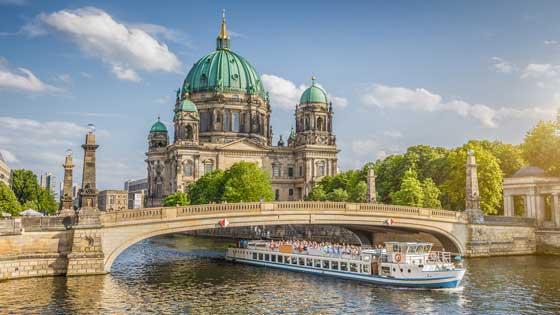 Campingbus mieten Berlin Dom