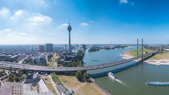 Campingbus mieten Düsseldorf Rheinbrücke
