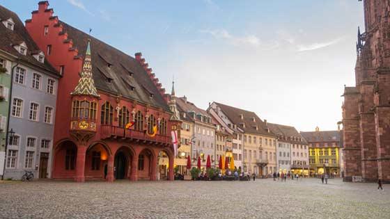 Campingbus mieten Freiburg Innenstadt Marlktplatz Münster