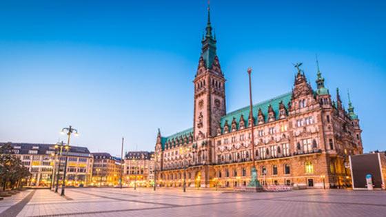 Campingbus mieten Hamburg Rathaus