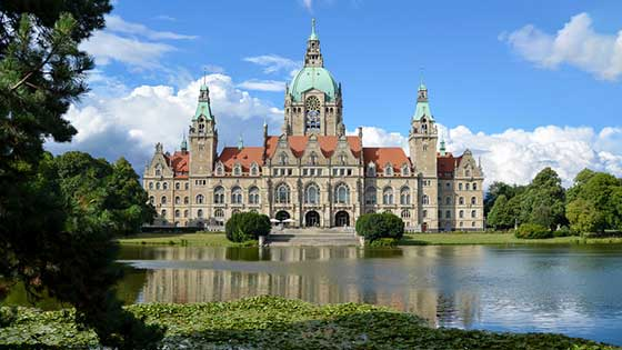 Campingbus mieten Hannover Altes Rathaus Maschsee