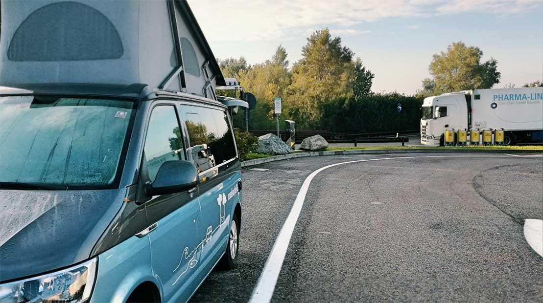 Roadtrip Italien roadsurfer Bus (außen)