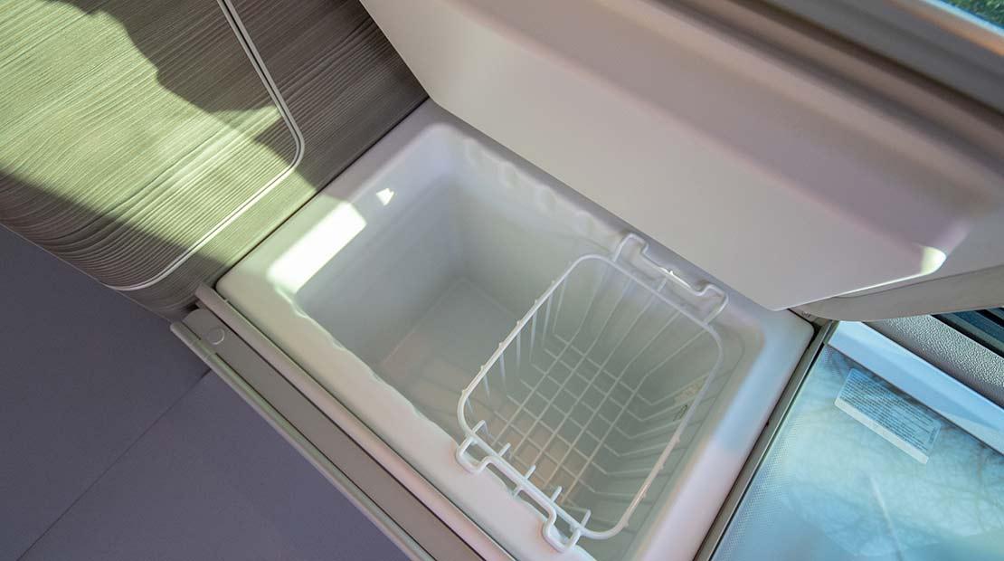 Alquilar camper apta para perros frigorífico
