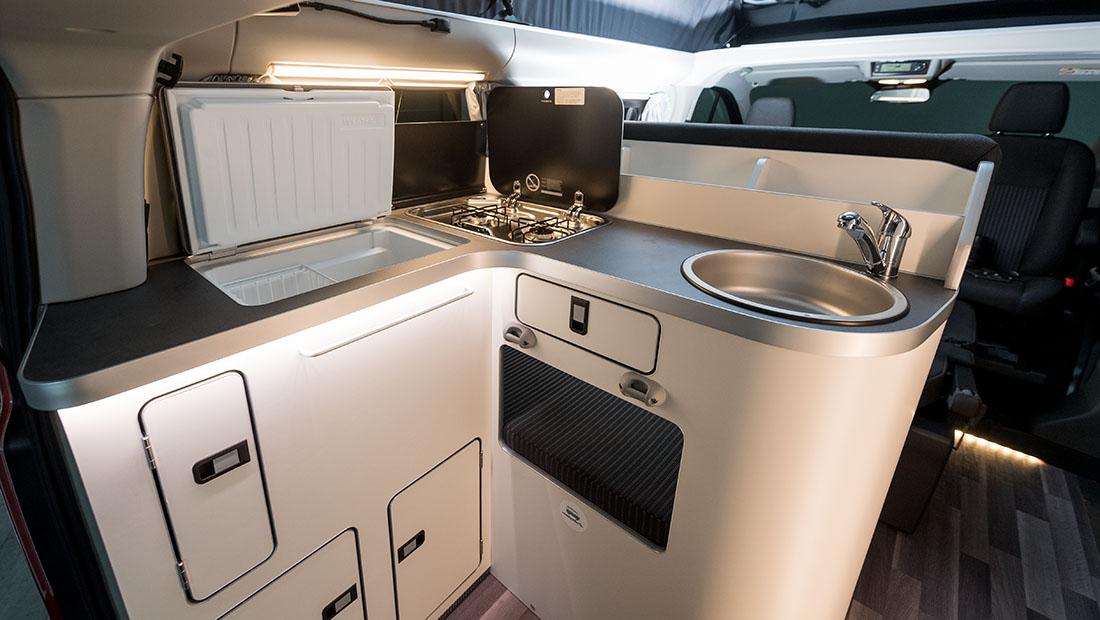 Alquilar Ford Nugget Con Techo Elevable Cocina