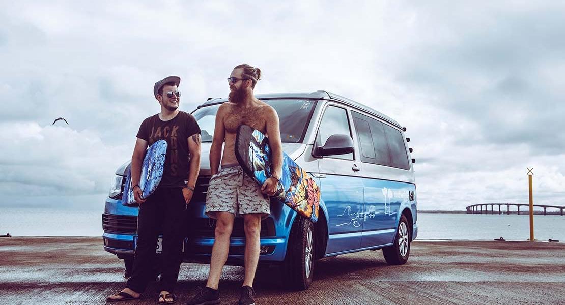 Surferos con camper VW