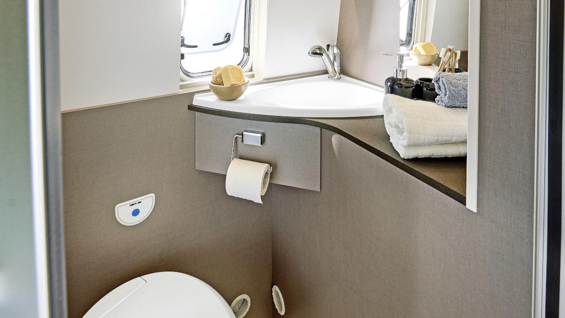 die Toilette im Kastenwagen Bürstner Eliseo