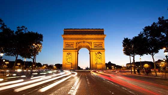 location campervan Paris Arc de Triomphe