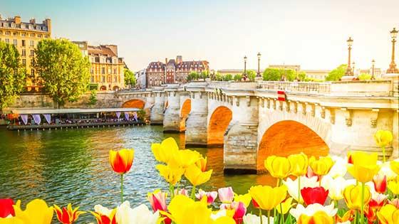 location campervan Paris bridge