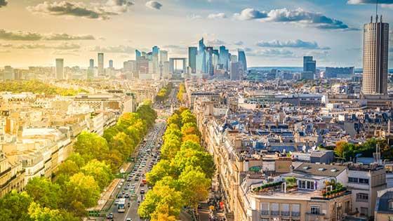 location campervan Paris vue de ville