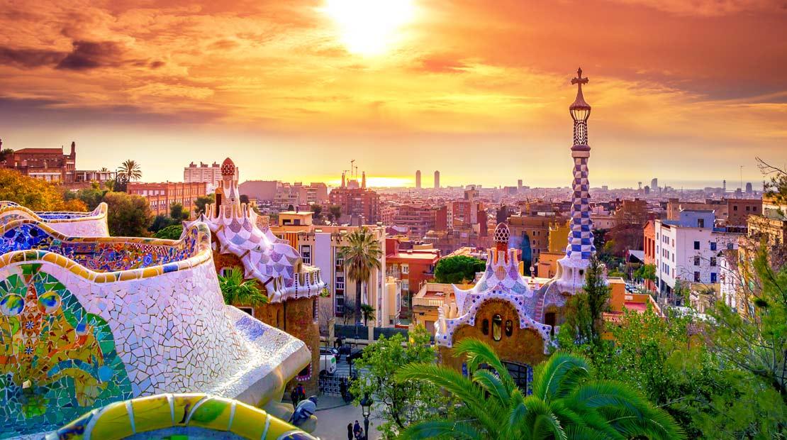 Location d'un campervan à Barcelone : explorer la ville et les oeuvres de Gaudi