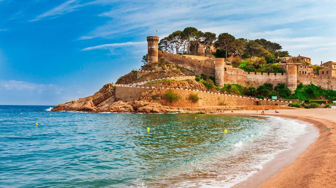 Location d'un campervan à Barcelone : découverte de la province de Gérone et de la plage Tossa de Mar