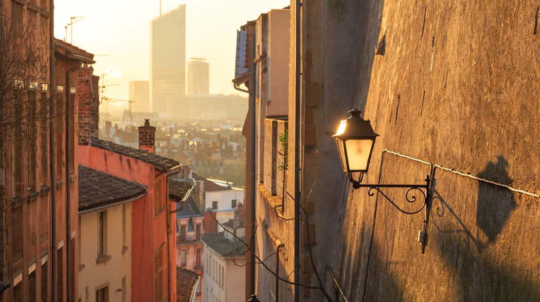 Location de campervans à Lyon : visite de la ville et des ruelles pentues