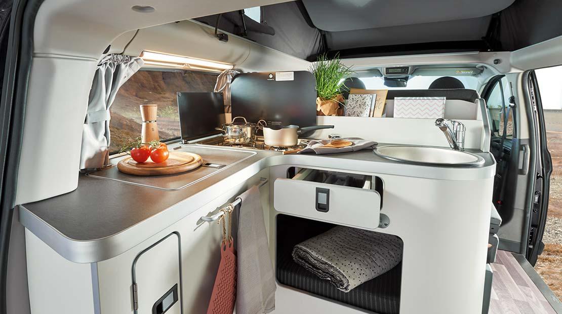 Louer un Ford Nugget et profiter d'une cuisine spacieuse