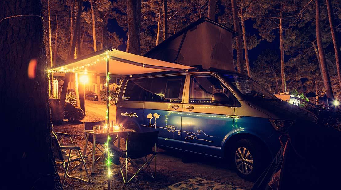 Location d'un van aménagé : se détendre sous la marquise