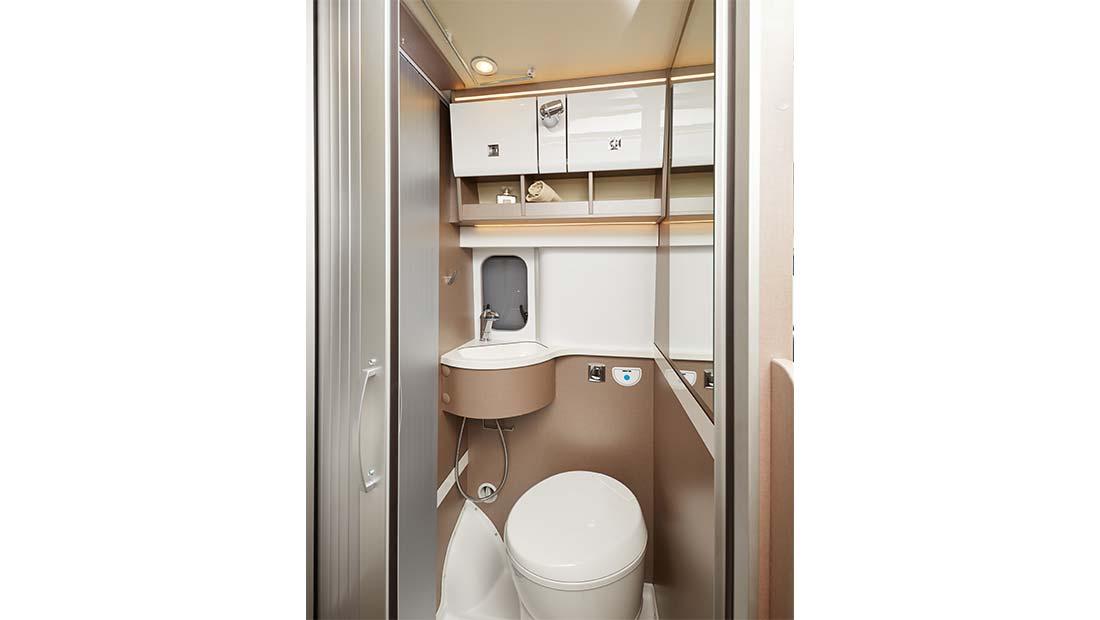 Location fourgon aménagé sanitaires