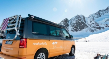 roadsurfer Van im Skigebiet